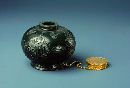 zzzz-hb_291452-inkpot-jahangir-nephrite-jade-set-in-gold
