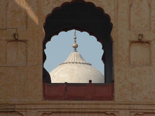 053_03_02_06_central_dome_badshahi_mosque