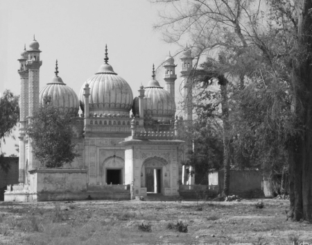 copy-of-sadiq-garth-masjid-bw