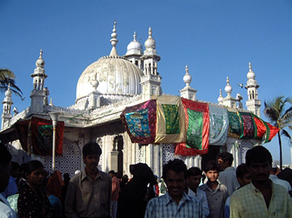 haji-ali-mosque-cc-phaif1
