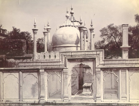 untitled-sha-alam-ii-tomb